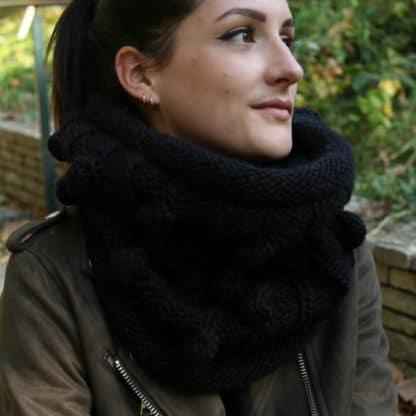 tricoter un col bien chaud avec pompons