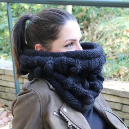 snood à tricoter en côtes et nopes