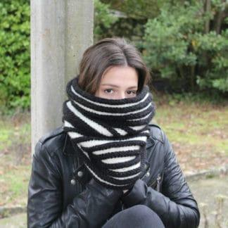 col snood à tricoter au point de godrons