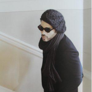 Lenny Kravitz porte le bonnet béret Charcoal Owl création Knit'n'Roll crédit photo Mathieu Bitton