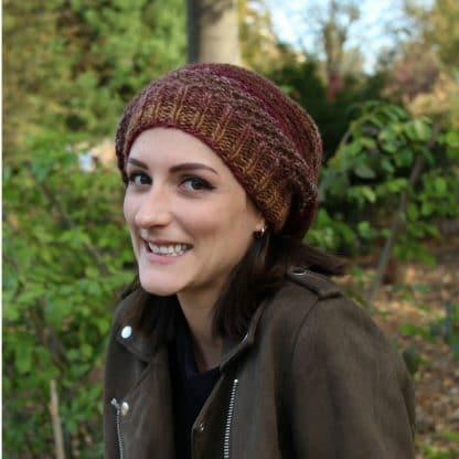bonnet slouchy à tricoter avec un tutoriel gratuit