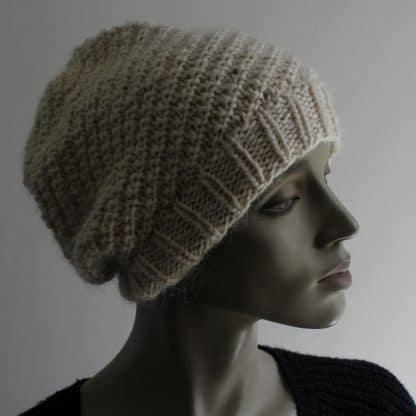 bonnet à tricoter en rond avec côtes décalées
