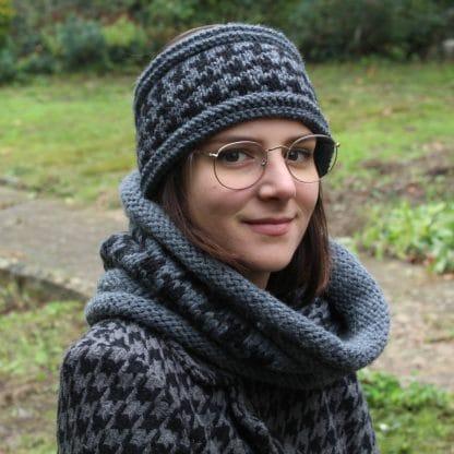 patron de tricot pour tricoter un ensemble snood et bandeau headband avec un motif pied de poule