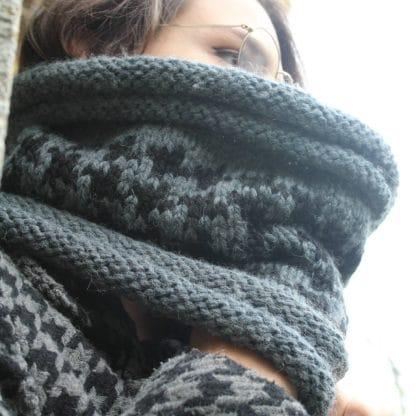 patron de tricot pour tricoter un snood en jacquard avec une grosse laine