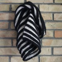 comment tricoter un snood tour du cou noir et blanc au point de godrons