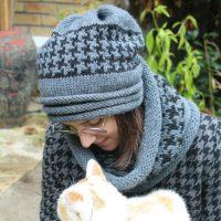 bonnet slouchy et snood à tricot en jacquard pied de poule