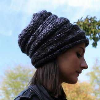 patron de tricot pour tricoter un bonnet slouchy avec une aiguille circulaire
