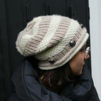 bonnet slouchy à tricoter avec une aiguille circulaire