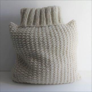 coussin à tricoter en grosse laine avec la 3 brins d'atelier pure laine
